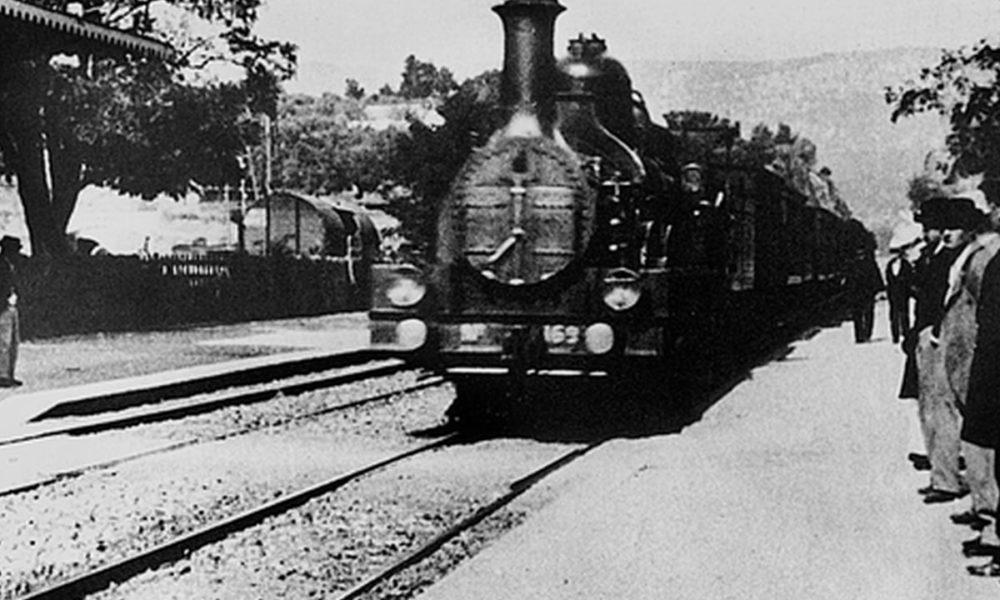 """Fotogramma tratto dal film """"L'arrivo del Treno"""" dei Fratelli Lumiere"""